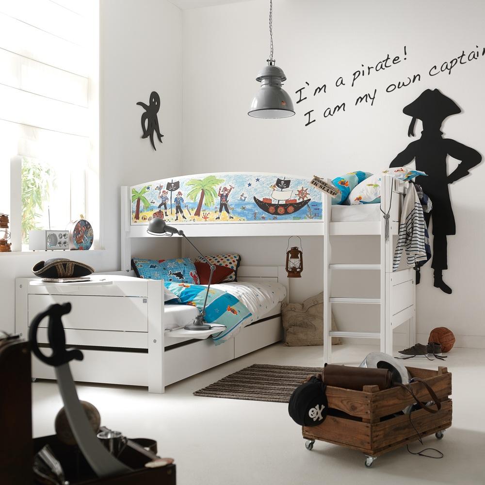Оригинальная кровать для детской комнаты