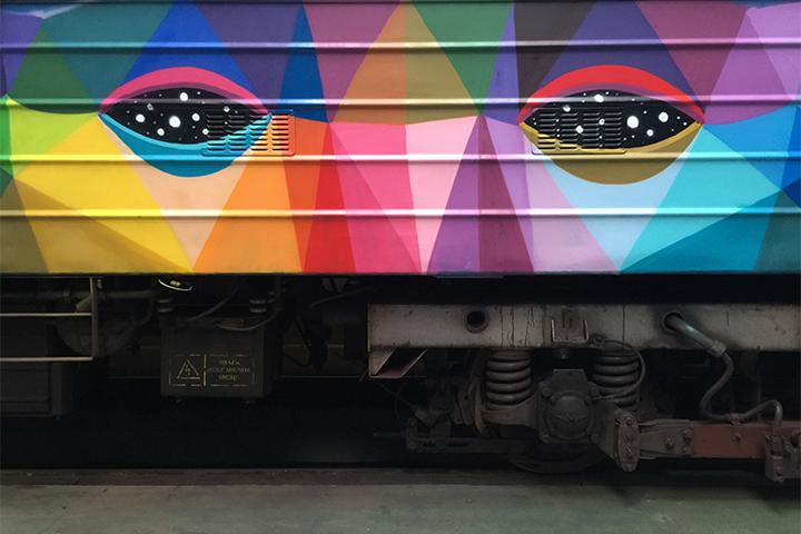 Яркая раскраска вагонов