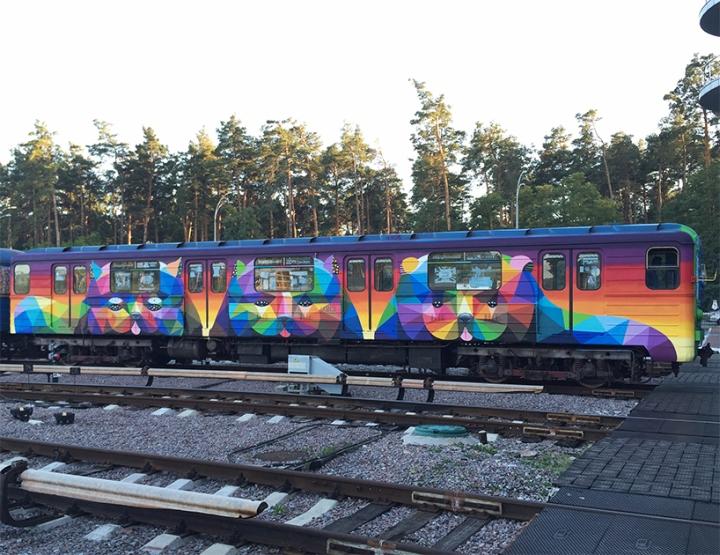 Раскраска вагонов метро в ярких цветах - Фото 2