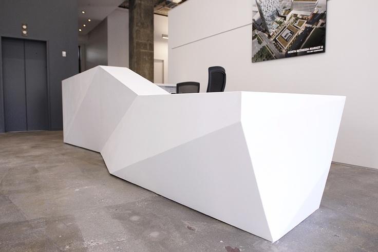 Геометрическая форма белой стойки для регистрации