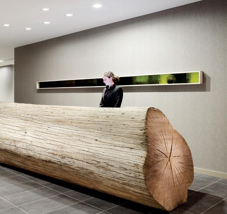 Сруб дерева в качестве стойки для регистрации