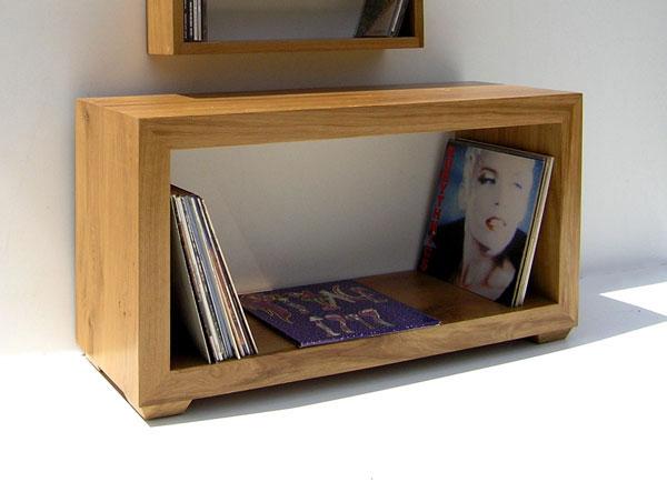 Красивая деревянная мебель из переработанного сырья: книжная полка