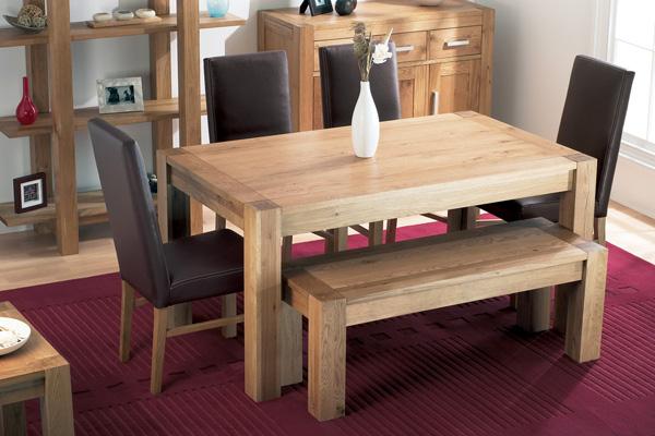 Прекрасная деревянная мебель из переработанного сырья: стол и скамейка