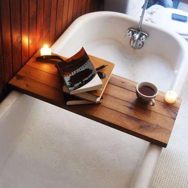 Шикарная деревянная мебель из переработанного сырья: полочка для ванной