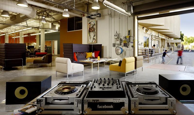 Чудесная зона отдыха для персонала компании Facebook