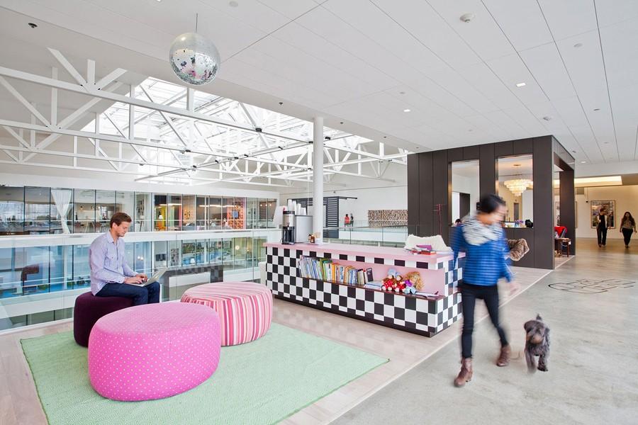 Чудесная зона отдыха для персонала компании Airbnb