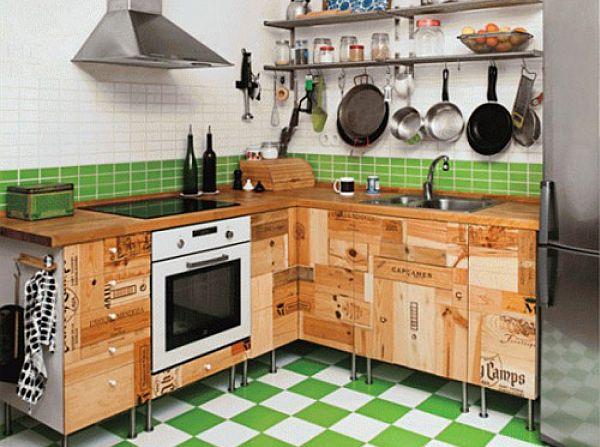 Кухонная мебель из ящиков и досок