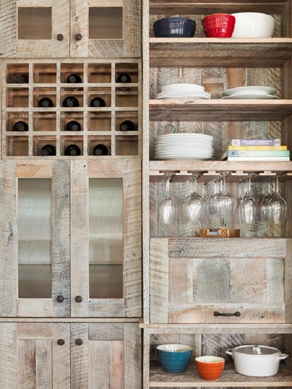 Хранения посуды на деревянных полочках