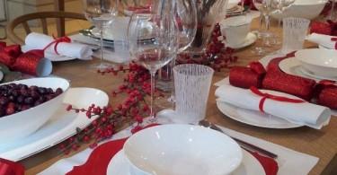 Оформление новогоднего стола в красно-белом цвете
