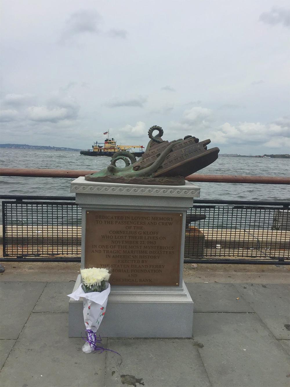Атака гигантского осьминога: бронзовый памятник событию, которого не было в действительности