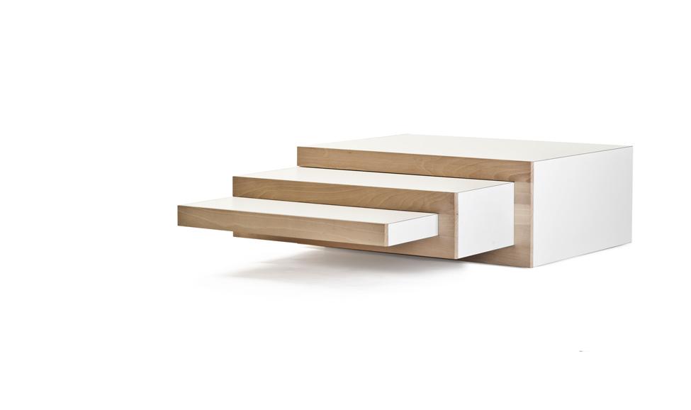 Compacto y completo: mesa de centro REK