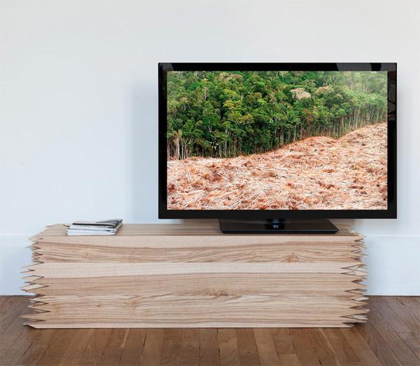 Интересная конструкция столика из слоистой доски