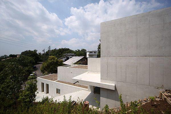 Внешний вид минималистического особняка в Minamiyama