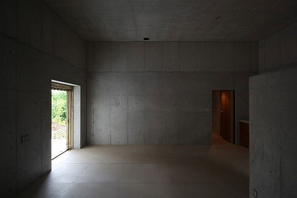 Пустой интерьер особняка в Minamiyama