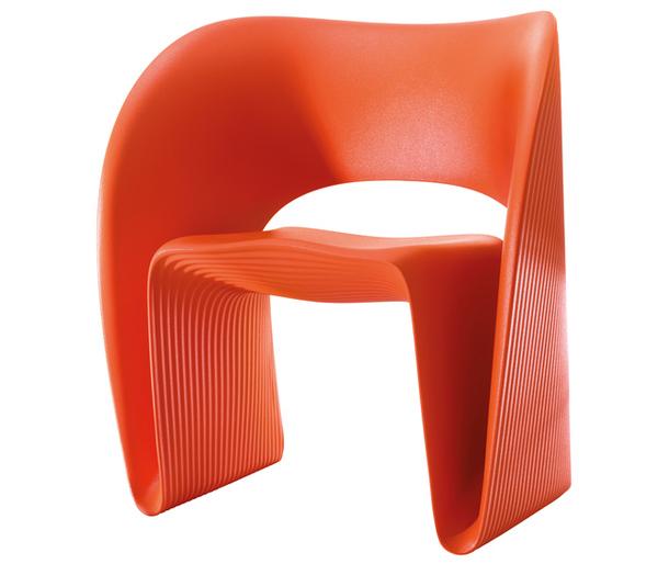 Оранжевое полиэтиленовое кресло от Рон Арад