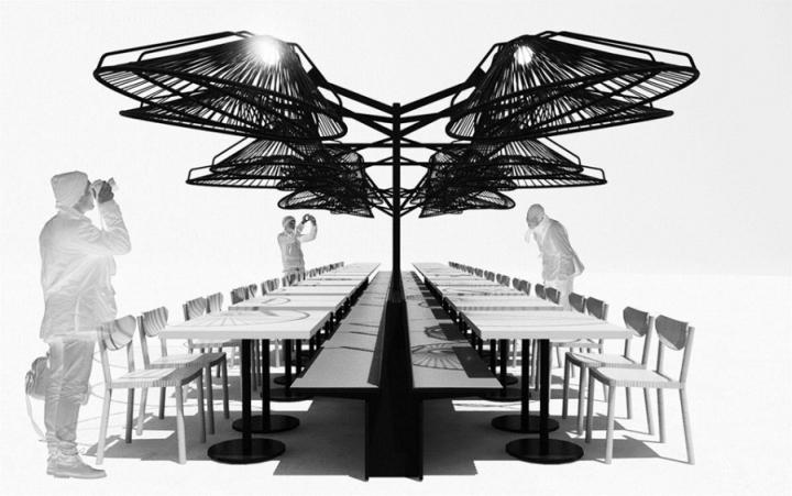 Металлическая стойка для крепления светильников служит так же разделителем между обеденными столиками