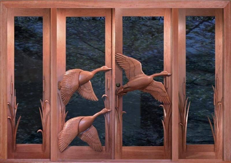 Резные двери из дерева: летящие утки