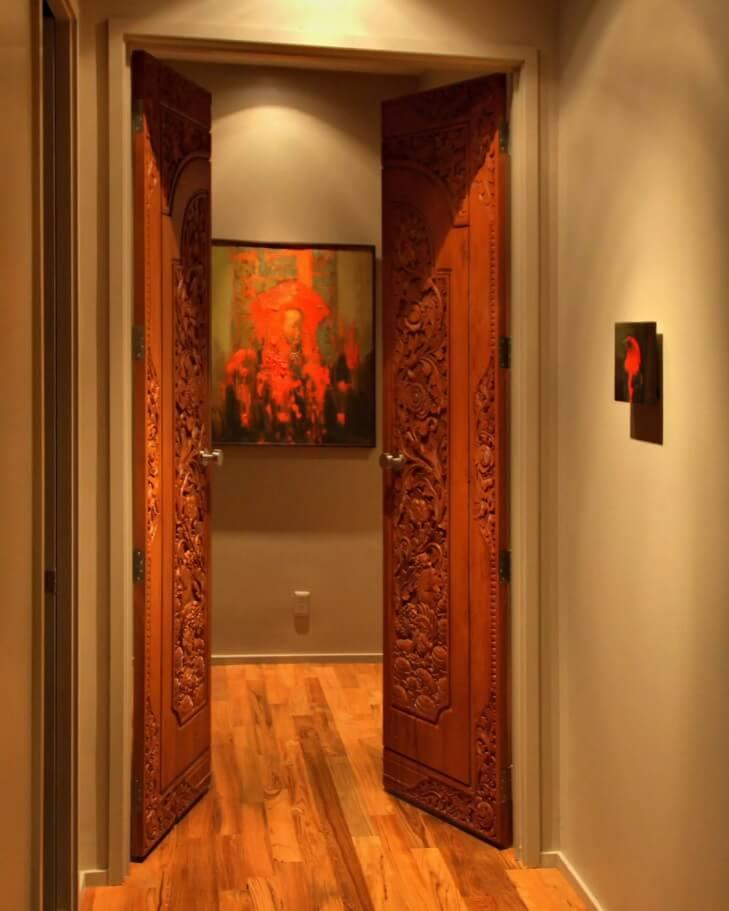 Резные двери из дерева - фото 1