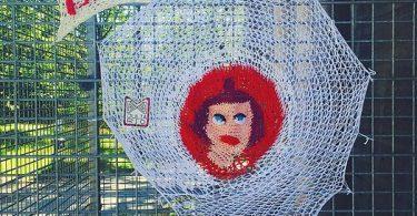 Уличное вязание Джулии Риордан: традиционное рукоделие для «утепления» окружающей среды