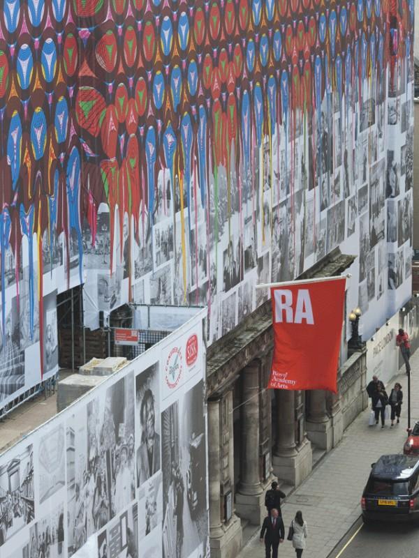 Рисунок на фасаде: принт Шонибаре