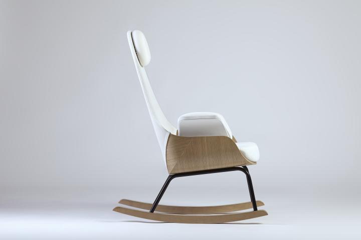 Кресло-качалка с высокой спинкой