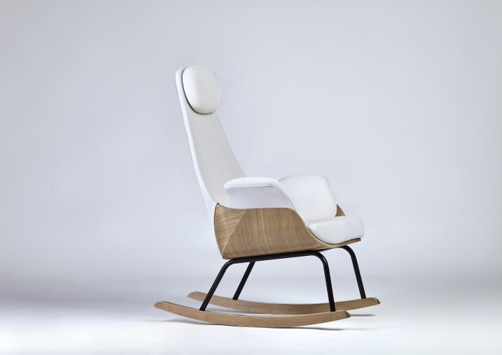Белое кресло-качалка