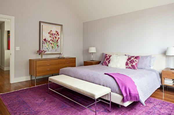 Романтичный интерьер спальни с фиолетовыми акцентами