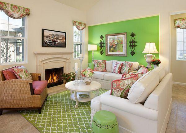 Интерьер гостиной с зелеными акцентами