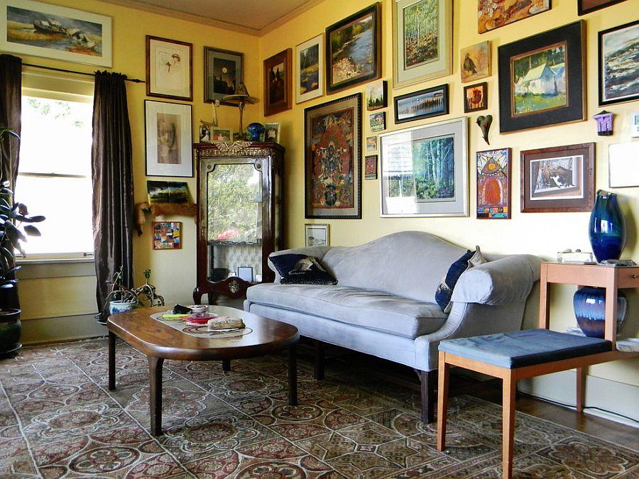 Викторианский стиль в интерьере: очень много картин на стене