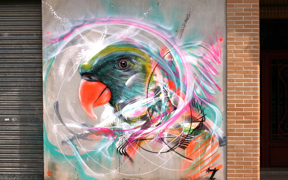 Картина птицы на стенах улицы от L7m