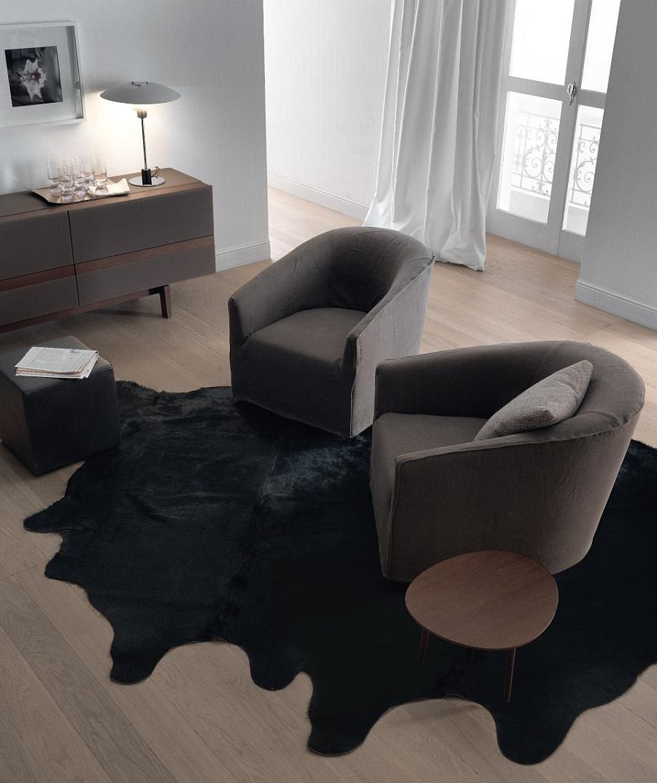 Изысканный квадраный столик в интерьере гостиной