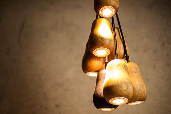Подвесной светильник из натурального дерева светлых тонов