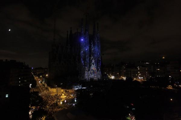 Удивительное шоу на фасаде Собора Святого Семейства