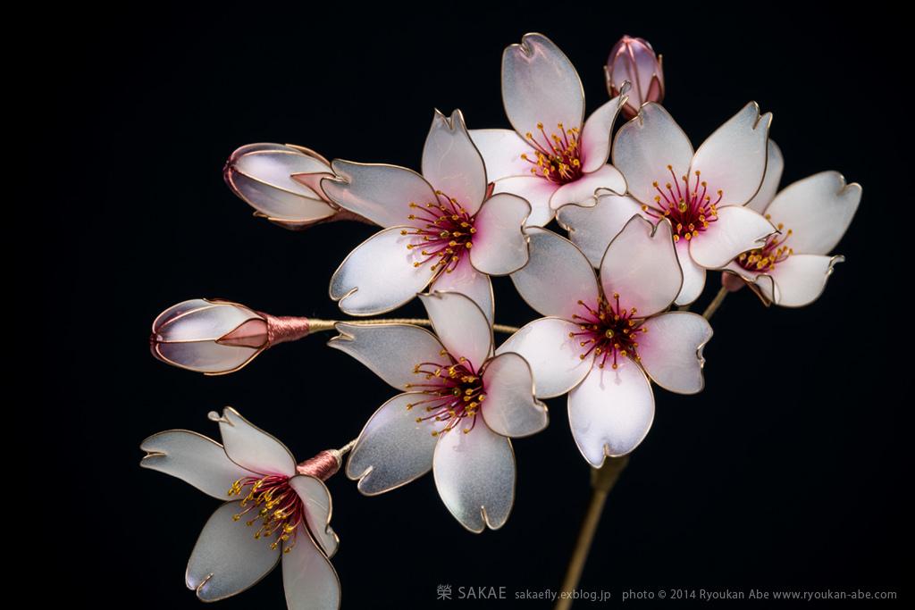 Японские цветы на волосах