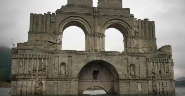 400-летний храм в обмелевшем водохранилище мексиканского штата Чьяпас