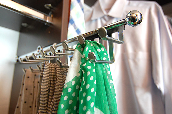Металлическая выдвижная система для хранения шарфов и платков