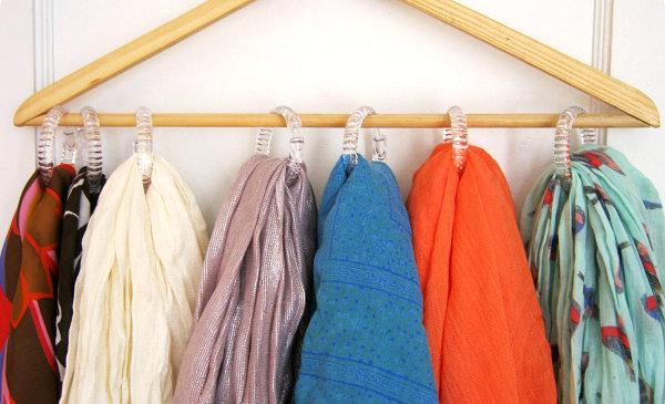 Деревянная вешалка для хранения шарфов и платков