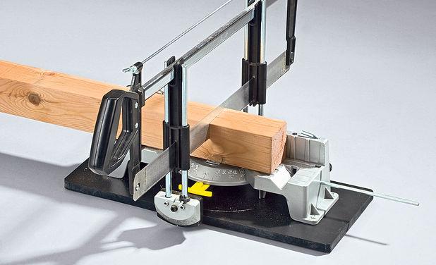 Процесс резки бруска на электропиле