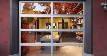 Секционные подъёмные двери для квартиры