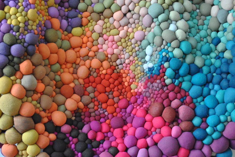 Органические формы из цветной ткани: текстильные скульптуры Серены Гарсии Далла Венеции
