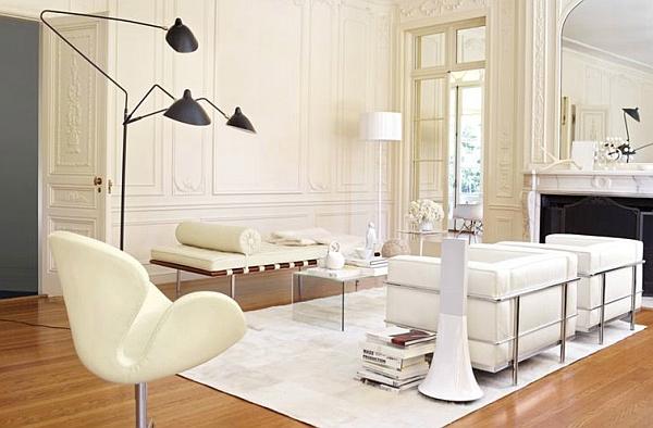 Торшер от Serge Mouille в белой гостиной