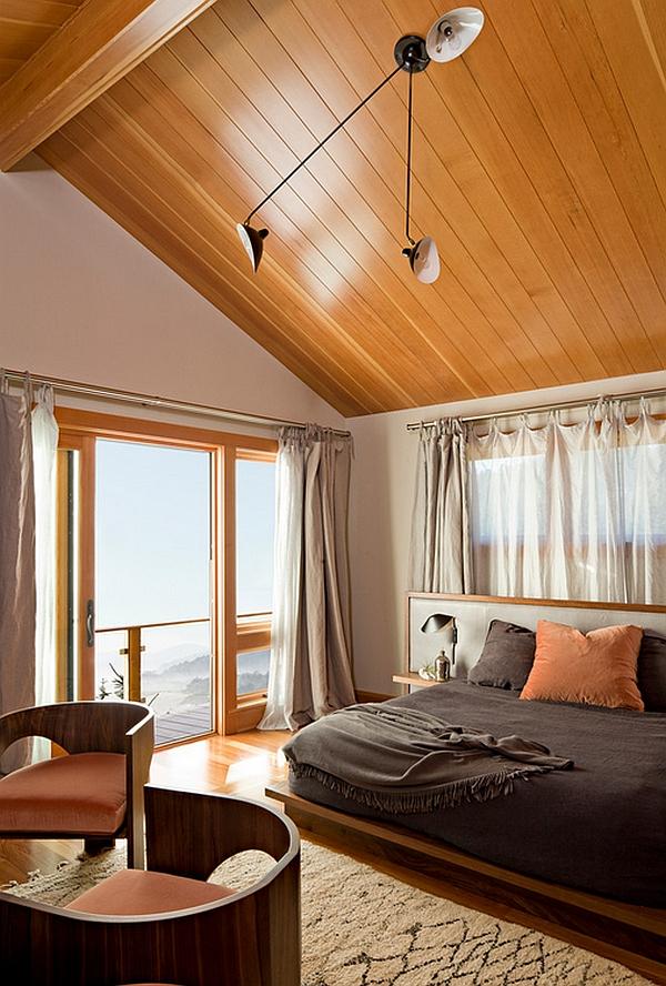 Светильники на деревянном потолке от Serge Mouille