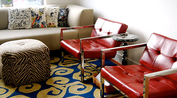 How to decorate the interior shades of red