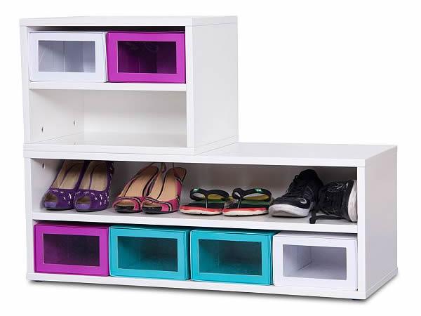 Разноцветные полки для хранения обуви