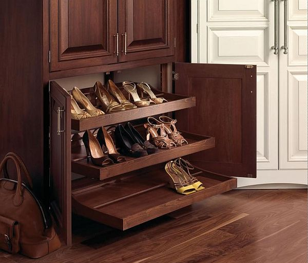 Выдвижные полки в шкафу для обуви