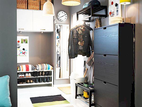 Черный шкаф для обуви в прихожей