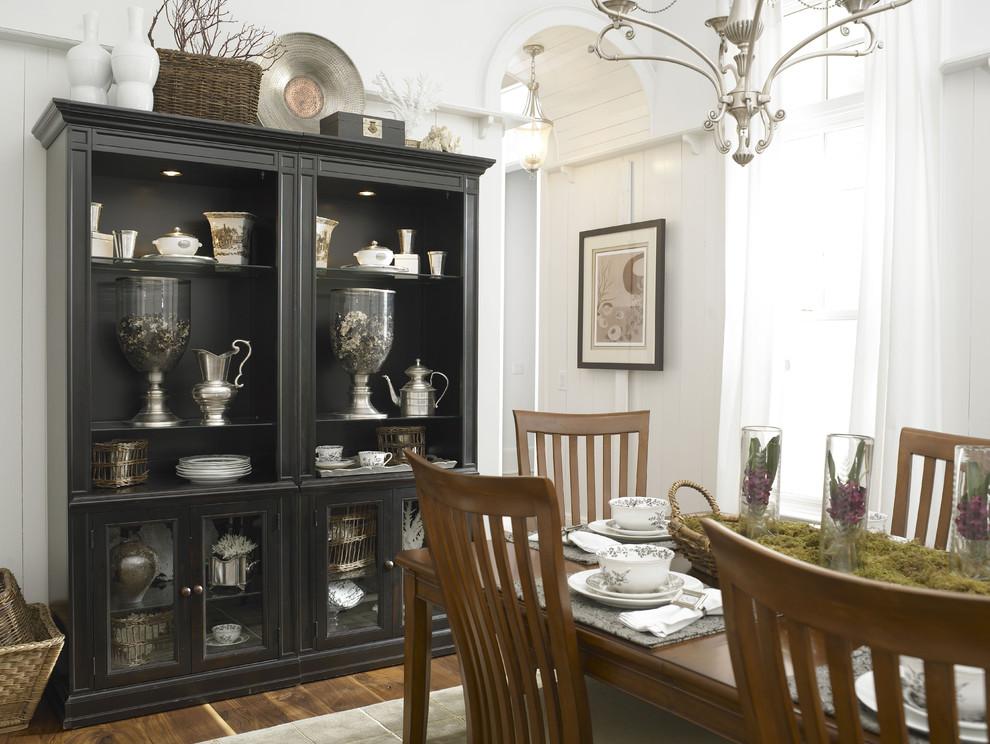 Серебряные предметы декора в интерьере