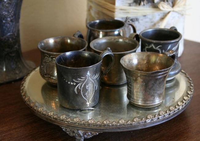 Дивные серебряные предметы декора в интерьере