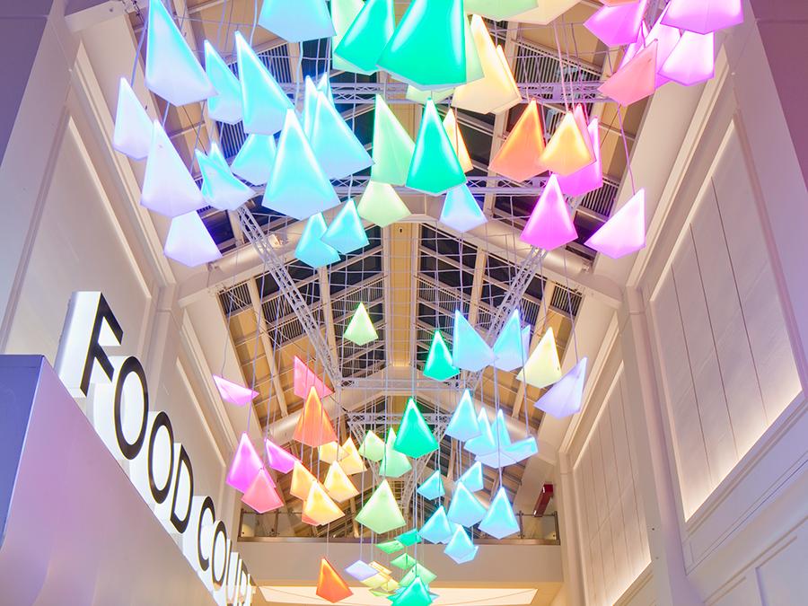 Система освещения Flock of Birds в интерьере торгового центра