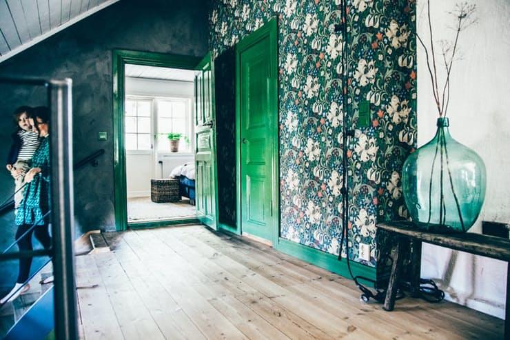 Скандинавский стиль в интерьере квартиры: оригинальные зелёные обои